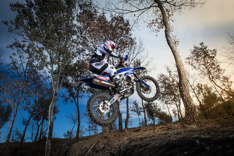2016_Enduro2_Outsiders_Official_WR450F_Guerrero_Action 3.jpg