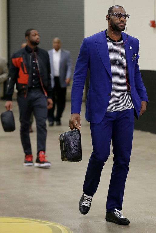 . Miami Heat forward LeBron James front and guard Dwyane Wade arrive before Game 2 of the NBA basketball finals against the San Antonio Spurs, on Sunday, June 8, 2014, in San Antonio. (AP Photo/Eric Gay)