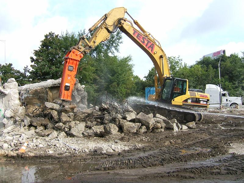NPK GH15 hydraulic hammer on Testa excavator (4).JPG