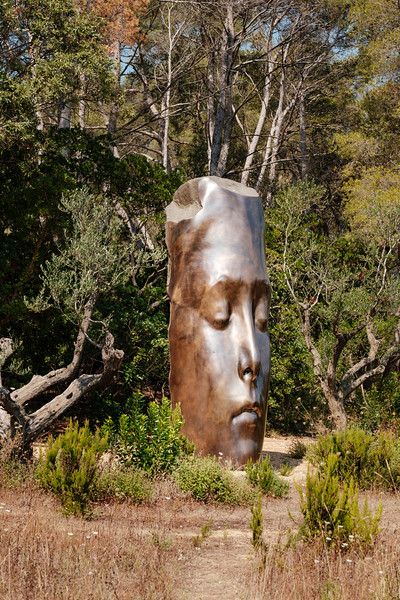 Les trois alchimistes by Jaume Plensa at Fondation Carmignac in Porquerolles, France