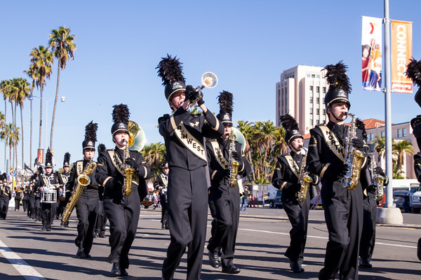 HOLIDAY BOWL PARADE1-0219.jpg