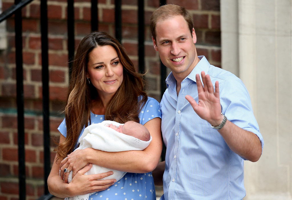 . Prince William, Duke of Cambridge and Catherine, Duchess of Cambridge, depart The Lindo Wing with their newborn son at St Mary\'s Hospital on July 23, 2013 in London, England. The Duchess of Cambridge yesterday gave birth to a boy at 16.24 BST and weighing 8lb 6oz, with Prince William at her side. The baby, as yet unnamed, is third in line to the throne and becomes the Prince of Cambridge.  (Photo by Scott Heavey/Getty Images)