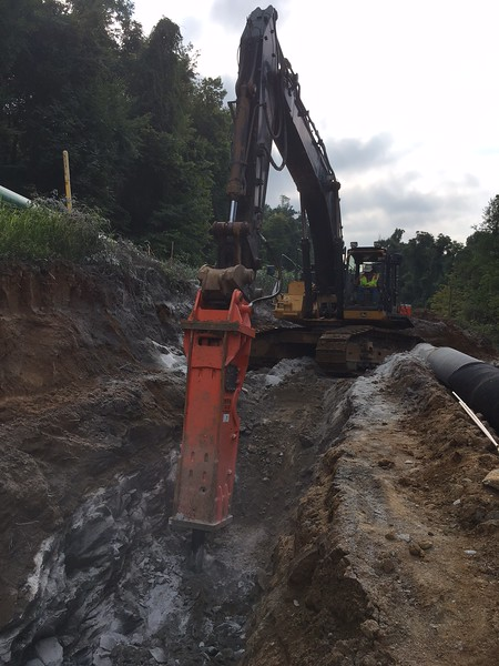 NPK GH30 hydraulic hammer on Deere 470G excavator - trenching, Murphy Tractor (Precision Pipeline) 8-17 (3).JPG
