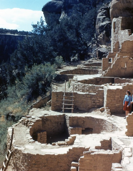 1985-08-09 Cliff Palace Kivas (Ruin's north end) 700.jpg