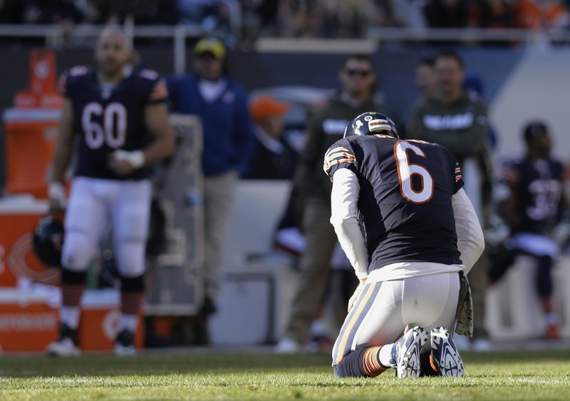 . <p><b> Bears at Rams (-1):</b> <p>Chicago�s Jay Cutler will miss another game because of a high ankle sprain, and the Bears� quarterback is concerned that he may have ligament damage. Not too concerned about Cutler�s injury: his Bears coaches, teammates or fans. <p>Pick: <b>Bears by 3</b> <p>   (AP Photo/Nam Y. Huh)