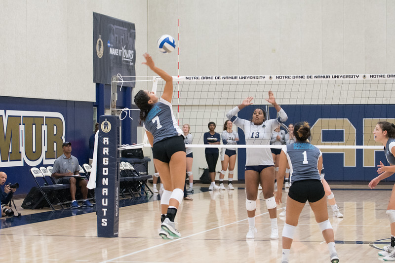 HPU Volleyball-91936.jpg