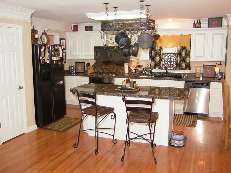 !010-Kitchen.jpg