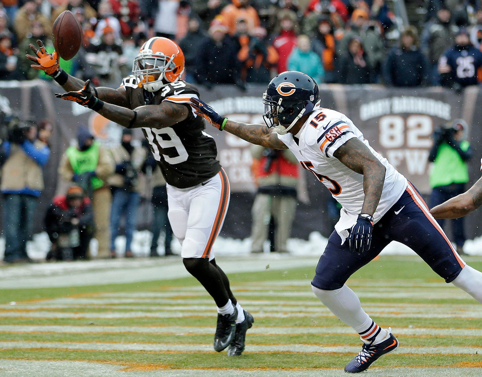 . Cleveland Browns free safety Tashaun Gipson (39) intercepts a pass intended for Chicago Bears wide receiver Brandon Marshall (15) in the first quarter of an NFL football game, Sunday, Dec. 15, 2013, in Cleveland. (AP Photo/Tony Dejak)