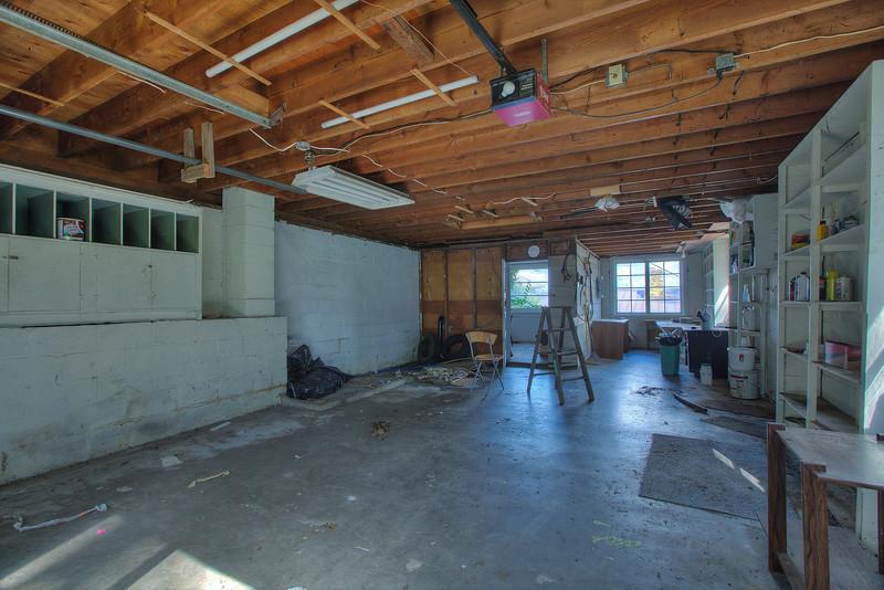 garage with workspace.jpg