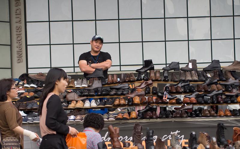 Temporary shoe store at Dongdaemum