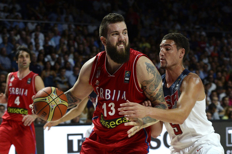 . Serbia\'s centre Miroslav Raduljica (L) vies with US guard Klay Thompson during the 2014 FIBA World basketball championships final match USA vs Serbia at the Palacio de los Deportes in Madrid on September 14, 2014.   GERARD JULIEN/AFP/Getty Images