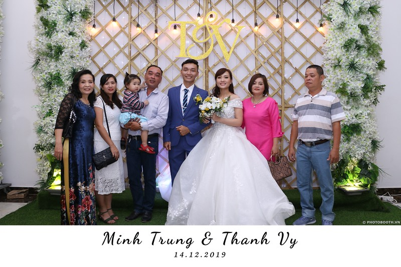 Trung-Vy-wedding-instant-print-photo-booth-Chup-anh-in-hinh-lay-lien-Tiec-cuoi-WefieBox-Photobooth-Vietnam-074.jpg