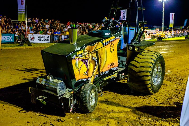 Tractor Pulling 2015-2444.jpg