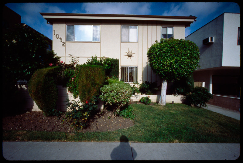 Multiple Dwelling Units (MDUs) on Bedford Avenue, Los Angeles, 2005