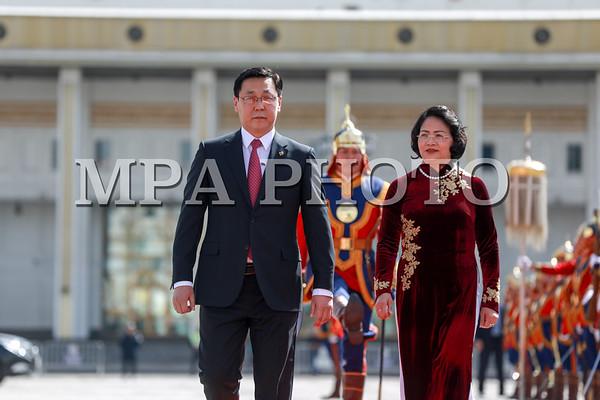 БНСВУ-ын Дэд ерөнхийлөгч Данг Тхи Нгок Тхинь айлчилж байна