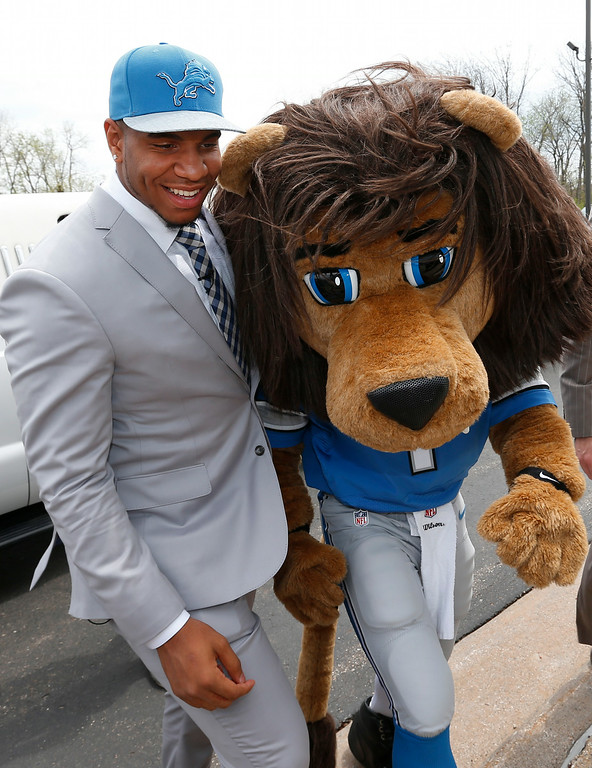 """. Detroit Lions first round draft choice, 10th overall, North Carolina tight end Eric Ebron walks with team mascot \""""Roary\"""" after arriving at the team\'s headquarters in Allen Park, Mich., Friday, May 9, 2014. (AP Photo/Paul Sancya)"""