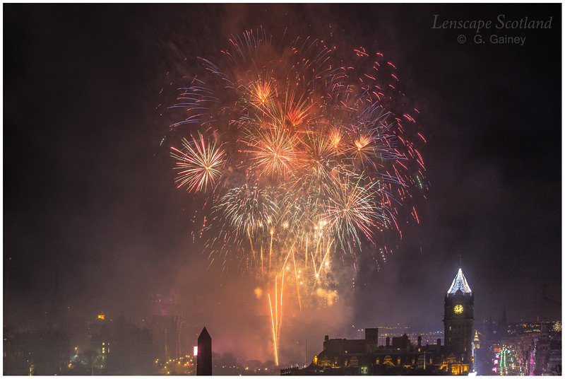 Fireworks over Edinburgh Castle from Calton Hill (12)