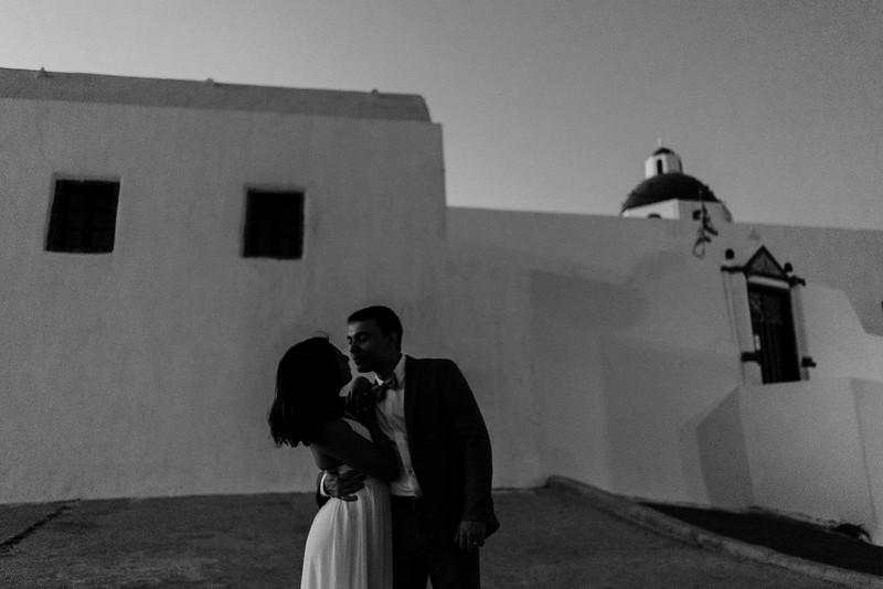 Tu-Nguyen-Destination-Wedding-Photographer-Santorini-Elopement-Alex-Diana-211.jpg