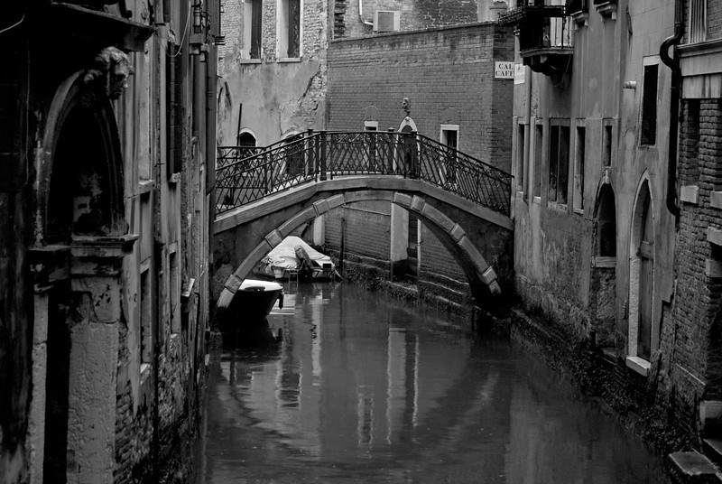 canal6bw.jpg
