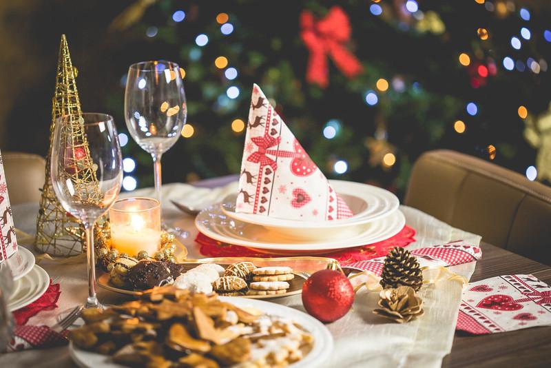 wonderful-christmas-dinner-table-setting-picjumbo-com.jpg