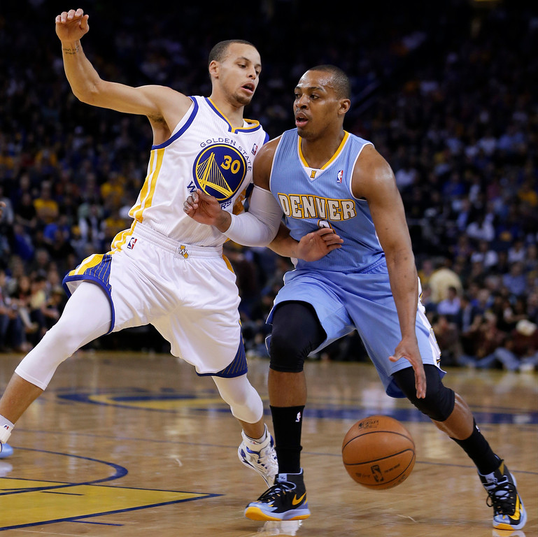 . Denver Nuggets\' Randy Foye, right, drives the ball against Golden State Warriors\' Stephen Curry during the first half of an NBA basketball game Wednesday, Jan. 15, 2014, in Oakland, Calif. (AP Photo/Ben Margot)