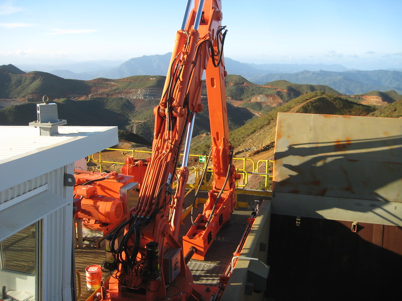 NPK B7500 pedestal boom system with GH9 hydraulic hammer-breaking bridged rock at grizzly crusher in quarry (4).jpg