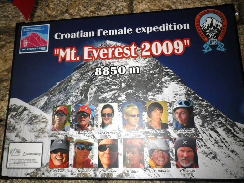 In Namche Bazar (11,286ft = 3.440m) we stayed in Camp de Base hotel (Apr 5th). This poster is still over there.
