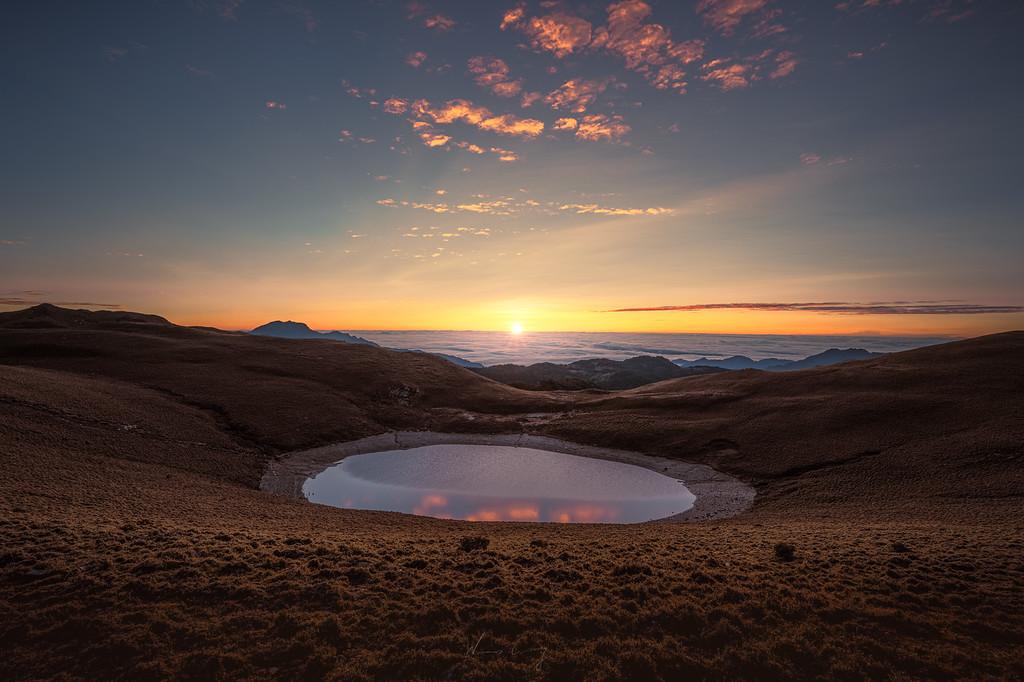 雲海上的冰河遺跡 嘉明湖 by 旅行攝影師張威廉 Wilhelm Chang