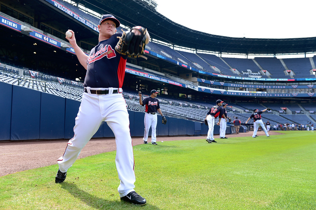 . Atlanta Braves\'  David Carpenter works out with his team Wednesday, October 2, 2013 as they get ready for the first playoff game against the Dodgers Thursday at Turner Field in Atlanta, Georgia. (Photo by Sarah Reingewirtz/Pasadena Star- News)