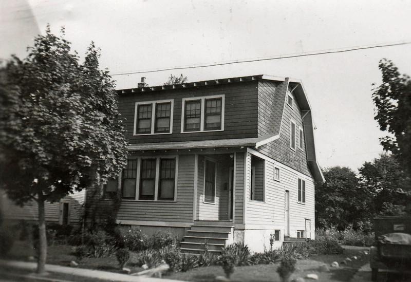 895 RAY AVE 1939.jpg