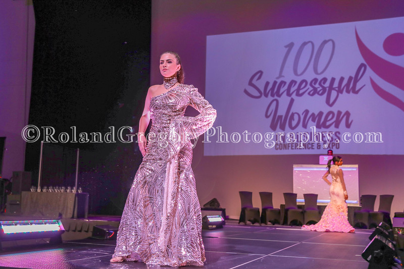 100 Womens Fashion show2019-3382.jpg