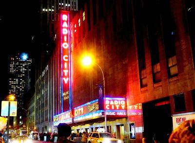 Radio City Music Hall - Christmas Rockettes