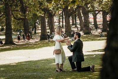 Secret proposal in Green Park near Buckingham Palace in London