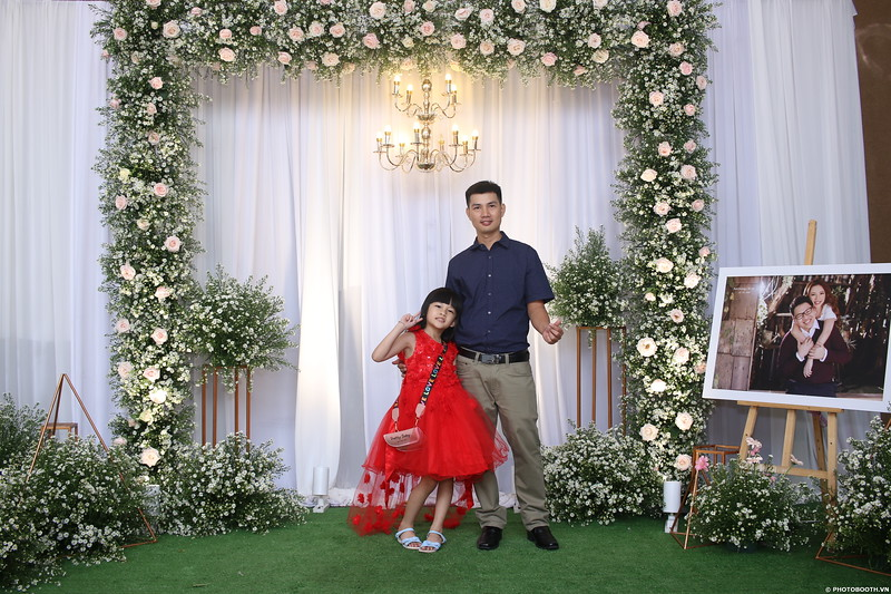 Vy-Cuong-wedding-instant-print-photo-booth-in-Bien-Hoa-Chup-hinh-lay-lien-Tiec-cuoi-tai-Bien-Hoa-WefieBox-Photobooth-Vietnam-056.jpg