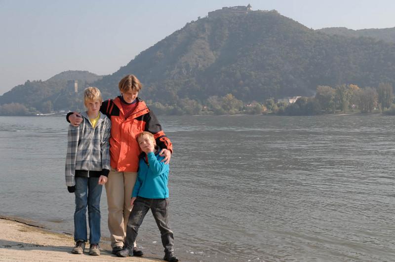 Heute am letzten Tag unseres Urlaubs sind wir ins Gebiet des Donauknies gefahren. Hier, in der Nähe der Grenze zwischen der Slowakei und Ungarn, durchbricht die Donau einen Gebirgszug.
