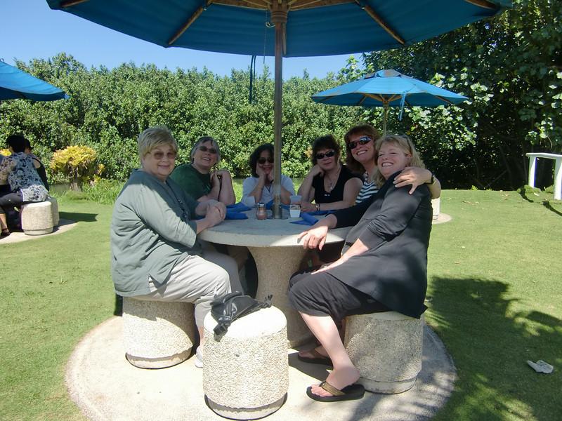 11-glade damer på tur.JPG