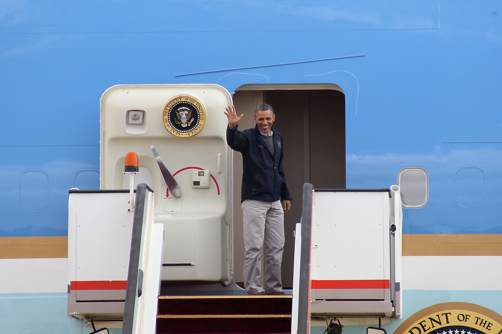 . U.S. President Barack Obama waves as he boards Air Force One at the airport in Amman March 23, 2013. Obama marvelled at the sights of Jordanís ancient city of Petra on Saturday as he wrapped up a four-day Middle East tour by setting aside weighty diplomatic matters and playing tourist for a day. REUTERS/Majed Jaber