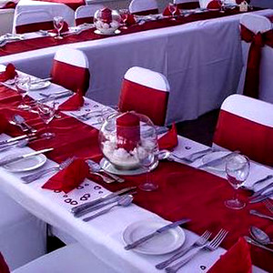 28135 Table runner red