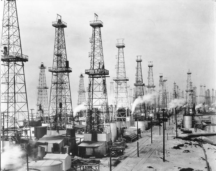Playa del Rey (Venice) oil field, looking north on Pacific Avenue, Los Angeles, March 1, 1930