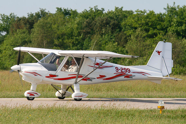 9-299 - Comco Ikarus C-42/B