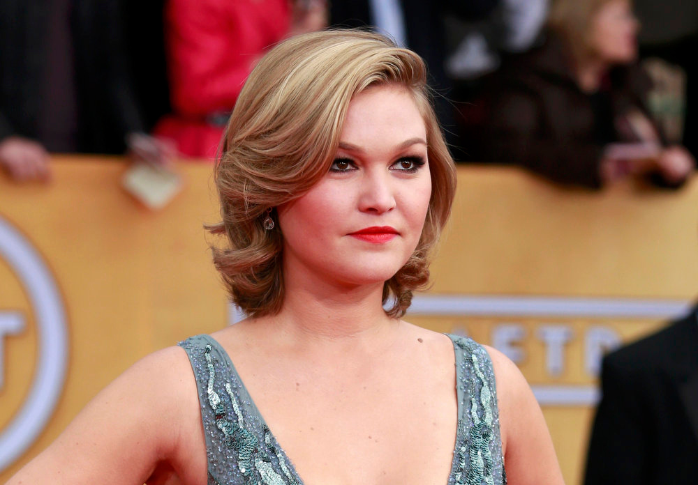". Actress Julia Stiles of the film ""Silver Linings Playbook\"" arrives at the 19th annual Screen Actors Guild Awards in Los Angeles, California January 27, 2013.  REUTERS/Adrees Latif"