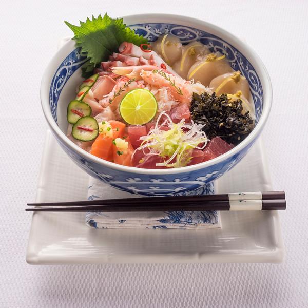 Chirashi_Sushi_Bowl_1400px-.jpg