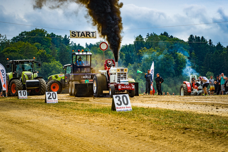 Tractor Pulling 2015-02447.jpg