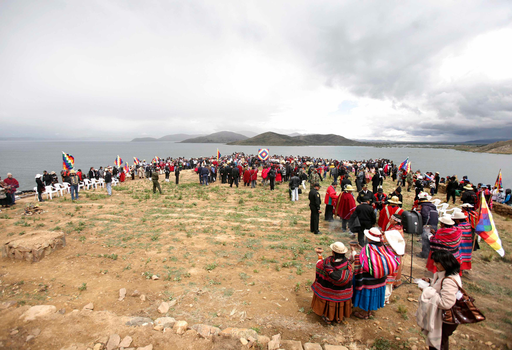 Description of . People take part in a ceremony of the sacred fire at Intja island in La Paz December 16, 2012. Sunday marks the first of six days of celebration to commemorate the end of the Mayan Calendar on December 21, which some believe to be the end of the world,  that indigenous Bolivians regard as the change of an era. REUTERS/Gaston Brito