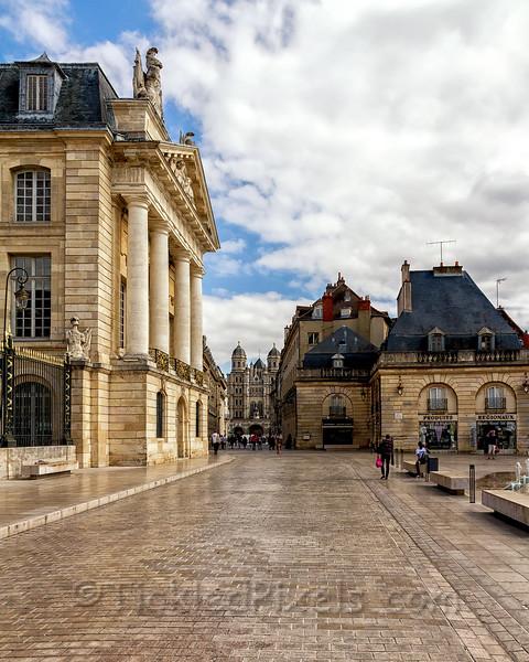 Palais des Ducs - Place de la Liberation