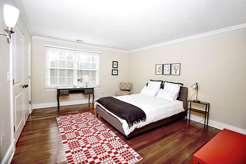 INSIDE HOUSE11850.jpg