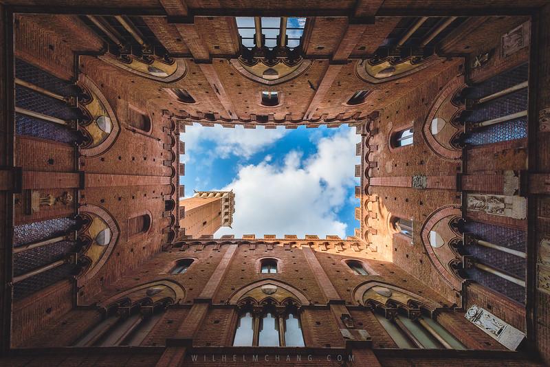 Siena-tower-from-the-bottum.jpg