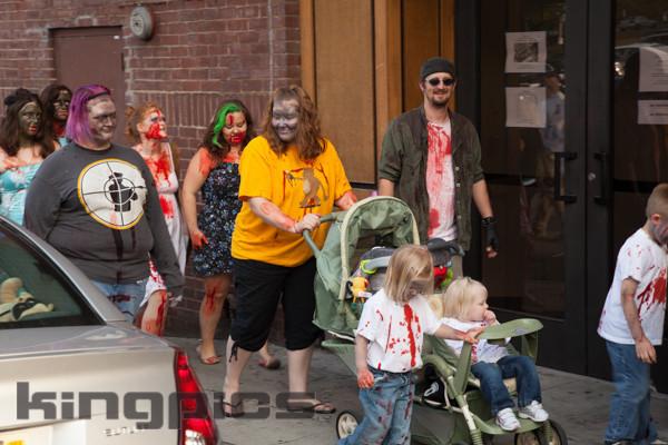ZombieWalk2012131012069.jpg