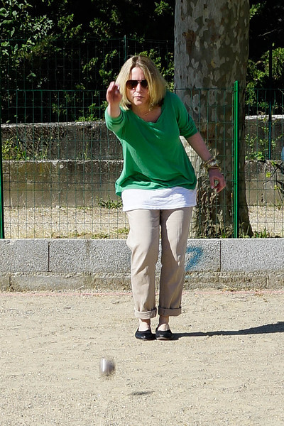 Rebecca playing Petanque at Viviers