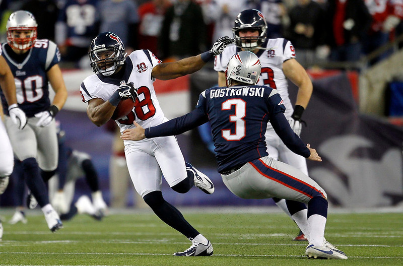 . Houston Texans\' Garrett Graham (88) runs back the opening kick-off past New England patriots kicker Stephen Gostkowski (3) for 94 yards in their NFL AFC Divisional playoff football game in Foxborough, Massachusetts January 13, 2013. REUTERS/Jessica Rinaldi